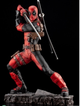 Deadpool-Maximum-Fine-Art-Statue-2