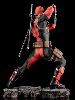Deadpool-Maximum-Fine-Art-Statue-3