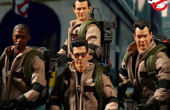 Mezco Ghostbusters Deluxe Box Set Arriving Late 2018
